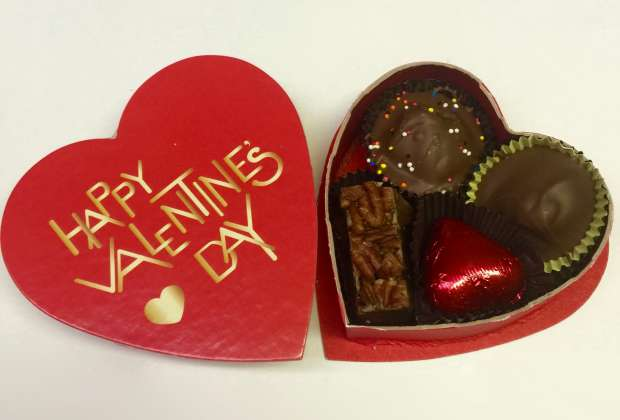 2 oz. Happy Valentine's Day  Heart Box: click to enlarge