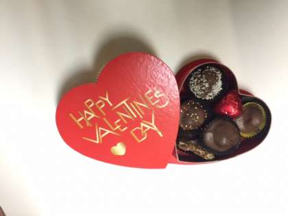 4 oz. Happy Valentine's Day Heart Box: click to enlarge