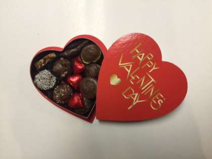 8 oz. Happy Valentine's Day Box: click to enlarge