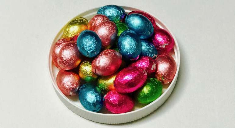 Foil Wrapped Dark Chocolate Eggs: click to enlarge