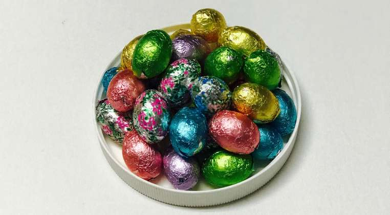 Foil Wrapped White Chocolate Eggs: click to enlarge